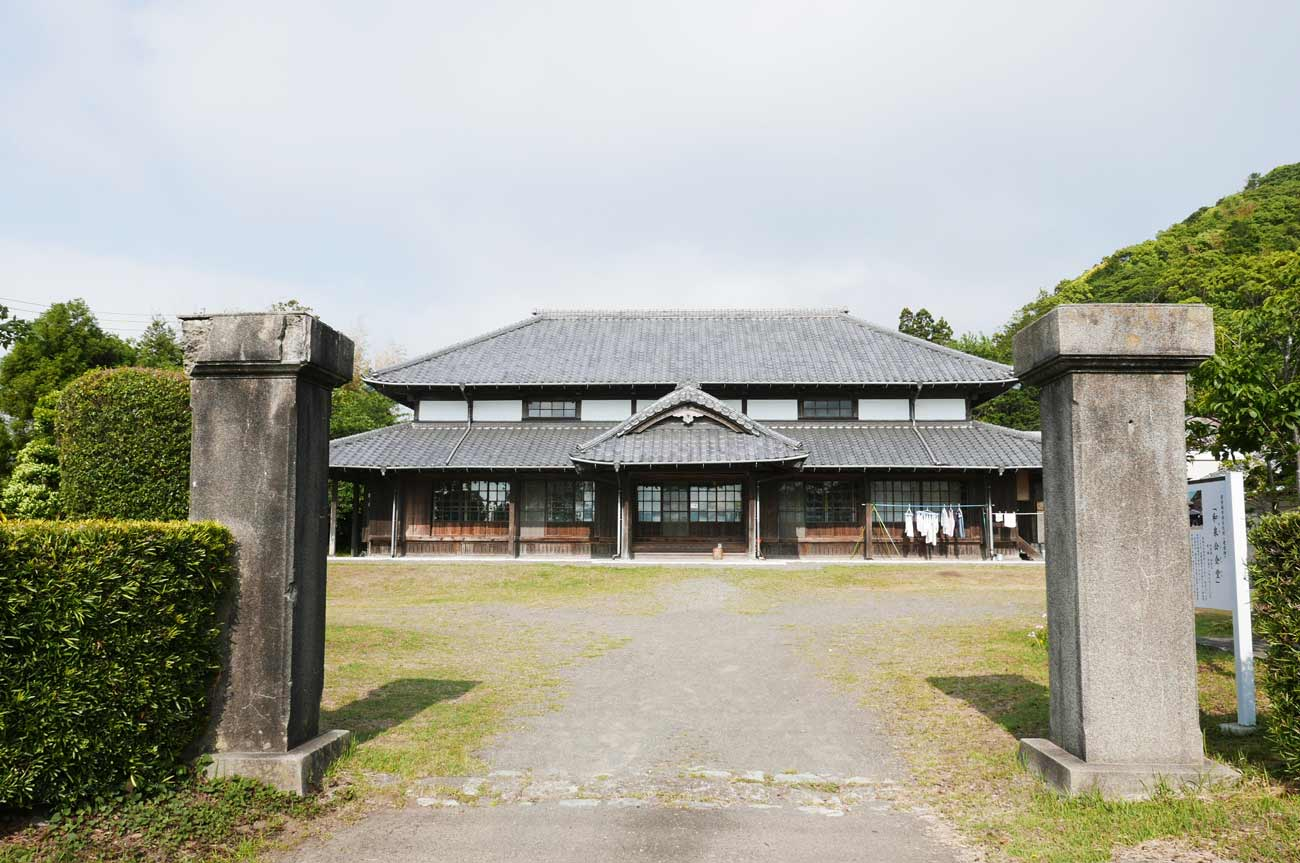 和泉公会堂(国登録有形文化財)