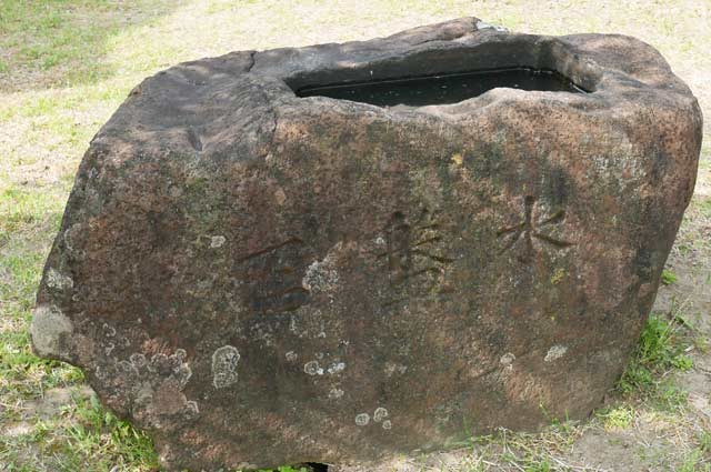 男金神社の手水石の画像1