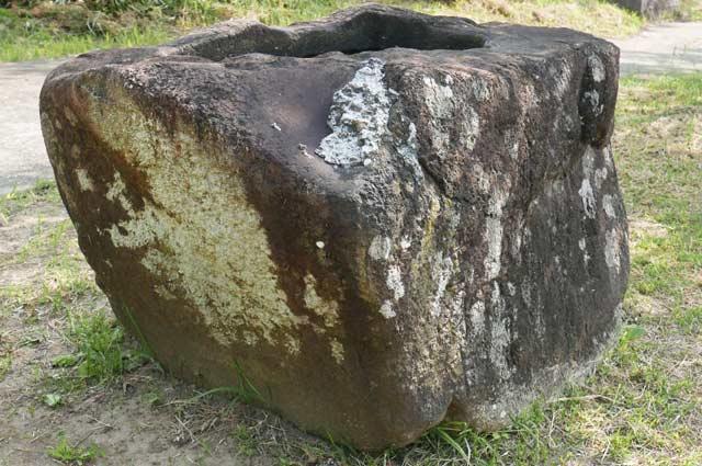 男金神社の手水石の画像2