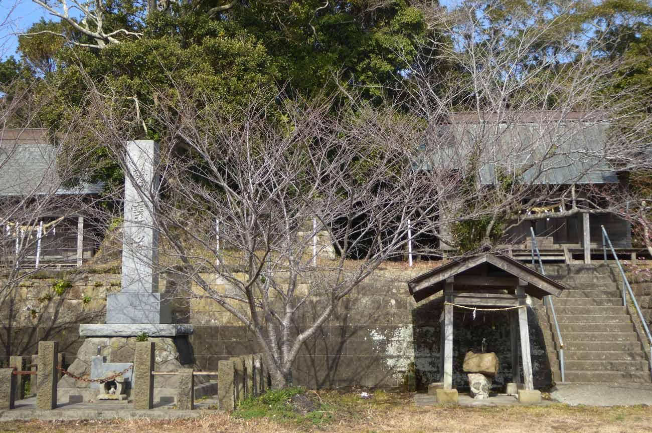 神明神社の境内の画像