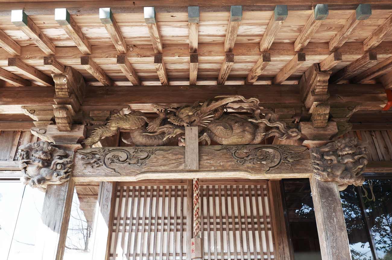 拝殿向拝の彫刻(全景)