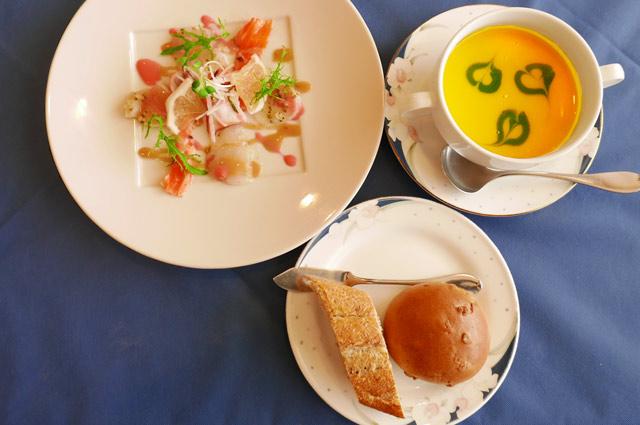 前菜とスープの画像