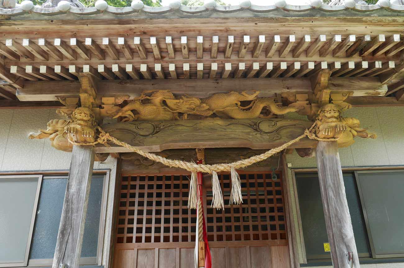 八雲神社向拝の彫刻の画像