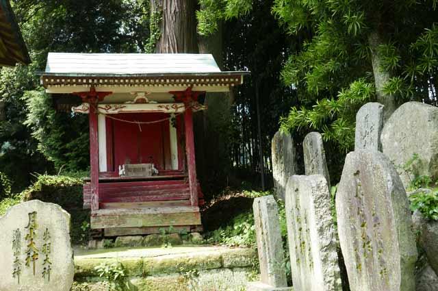 八雲神社拝殿右の小社の画像