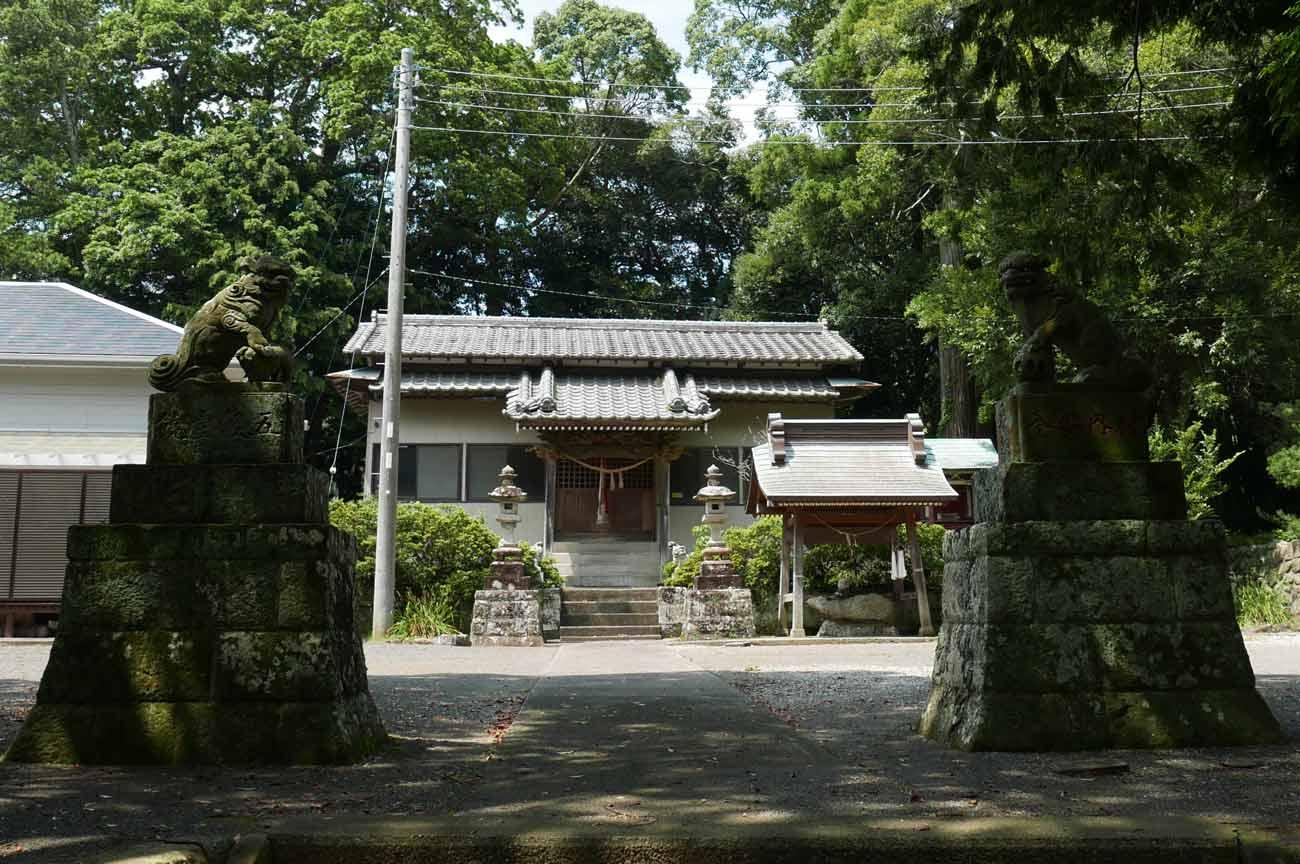 八雲神社境内の画像