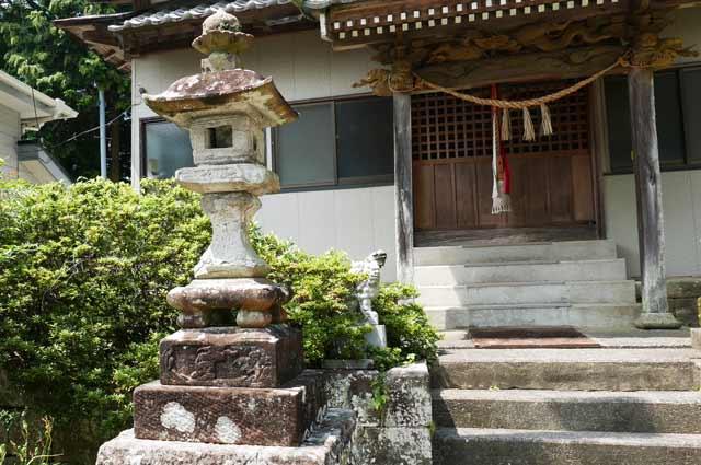 八雲神社常夜灯(左)の画像