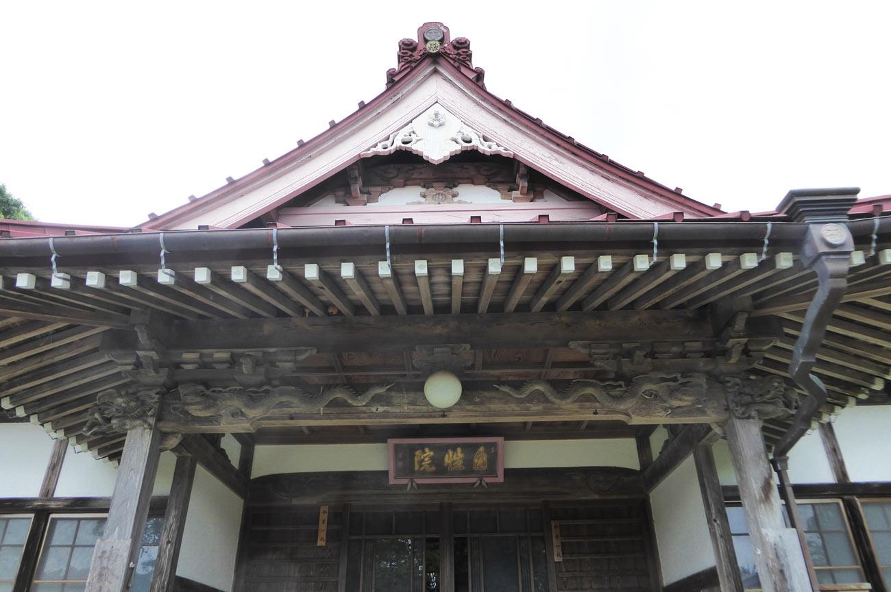 本堂向拝の彫刻の画像