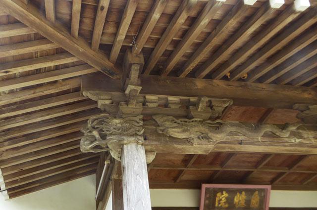 木鼻の彫刻(左側)