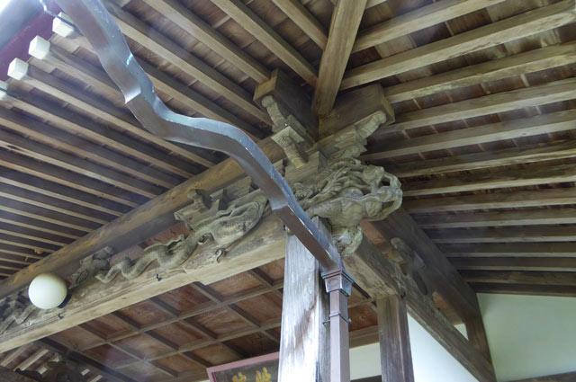 木鼻の彫刻(右側)