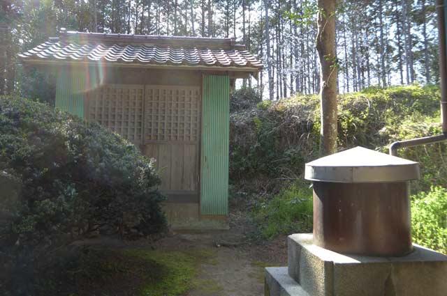 西原神社の神輿倉の画像
