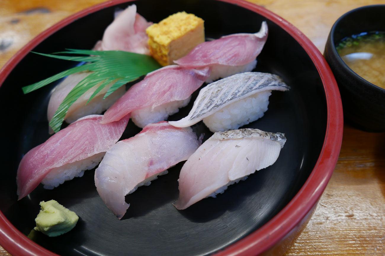 朝獲れ寿司の画像
