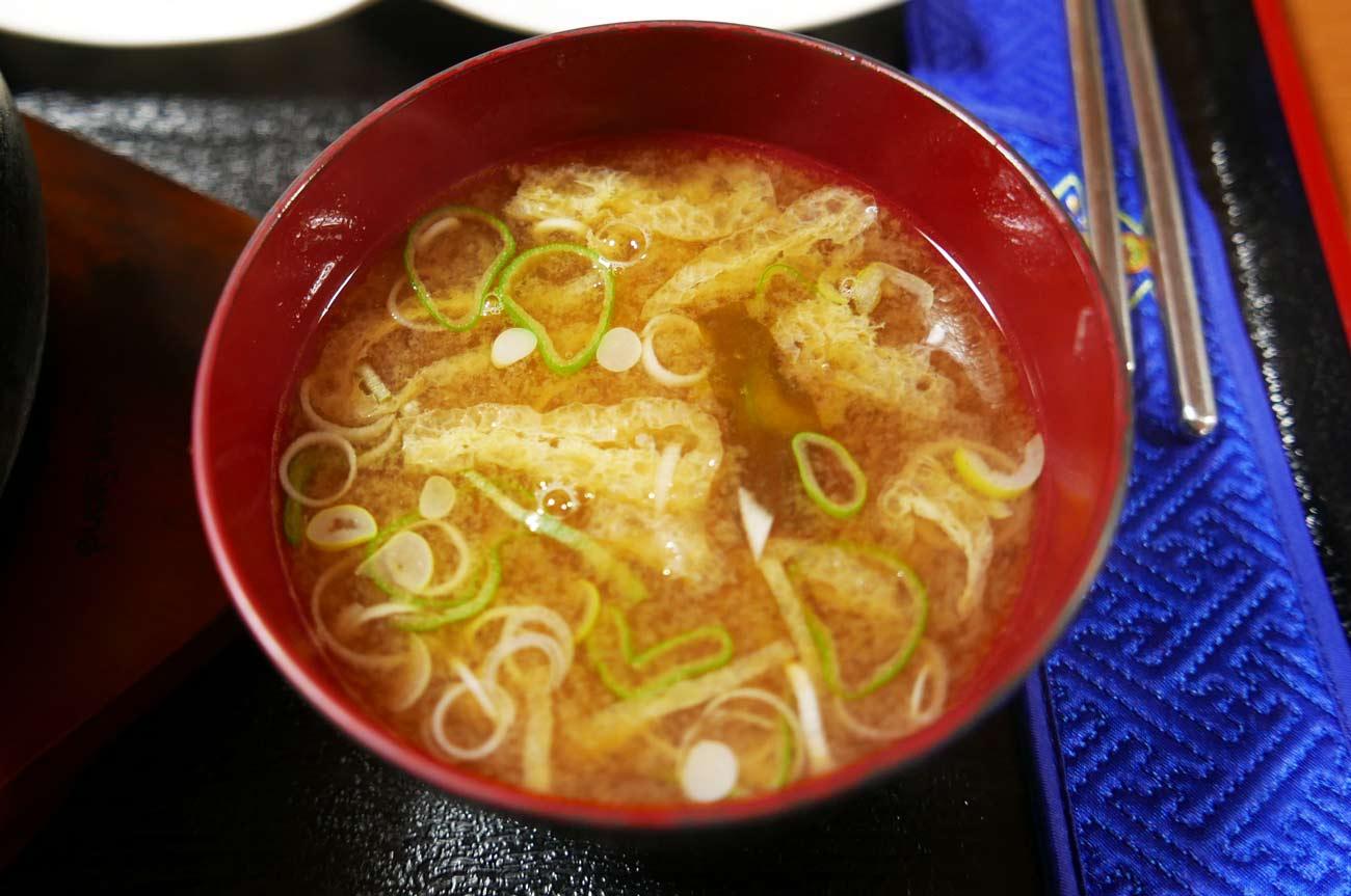 ランチの味噌汁の画像