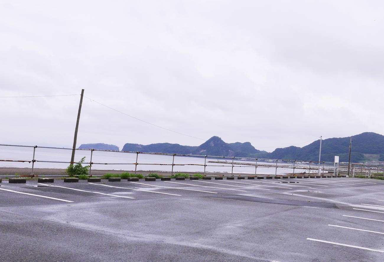 駐車場と岩井海水浴場の画像