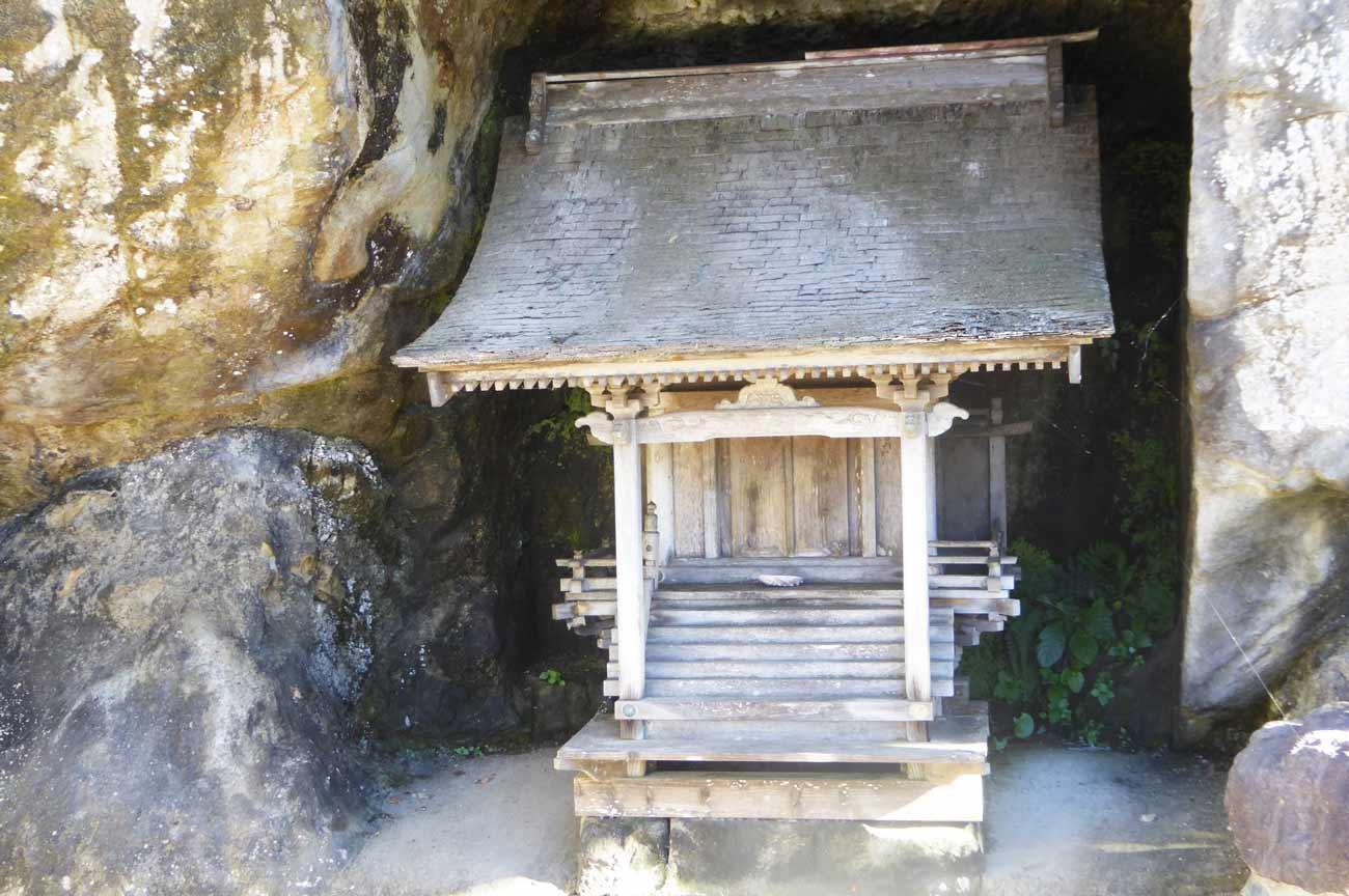 岩穴の社の画像