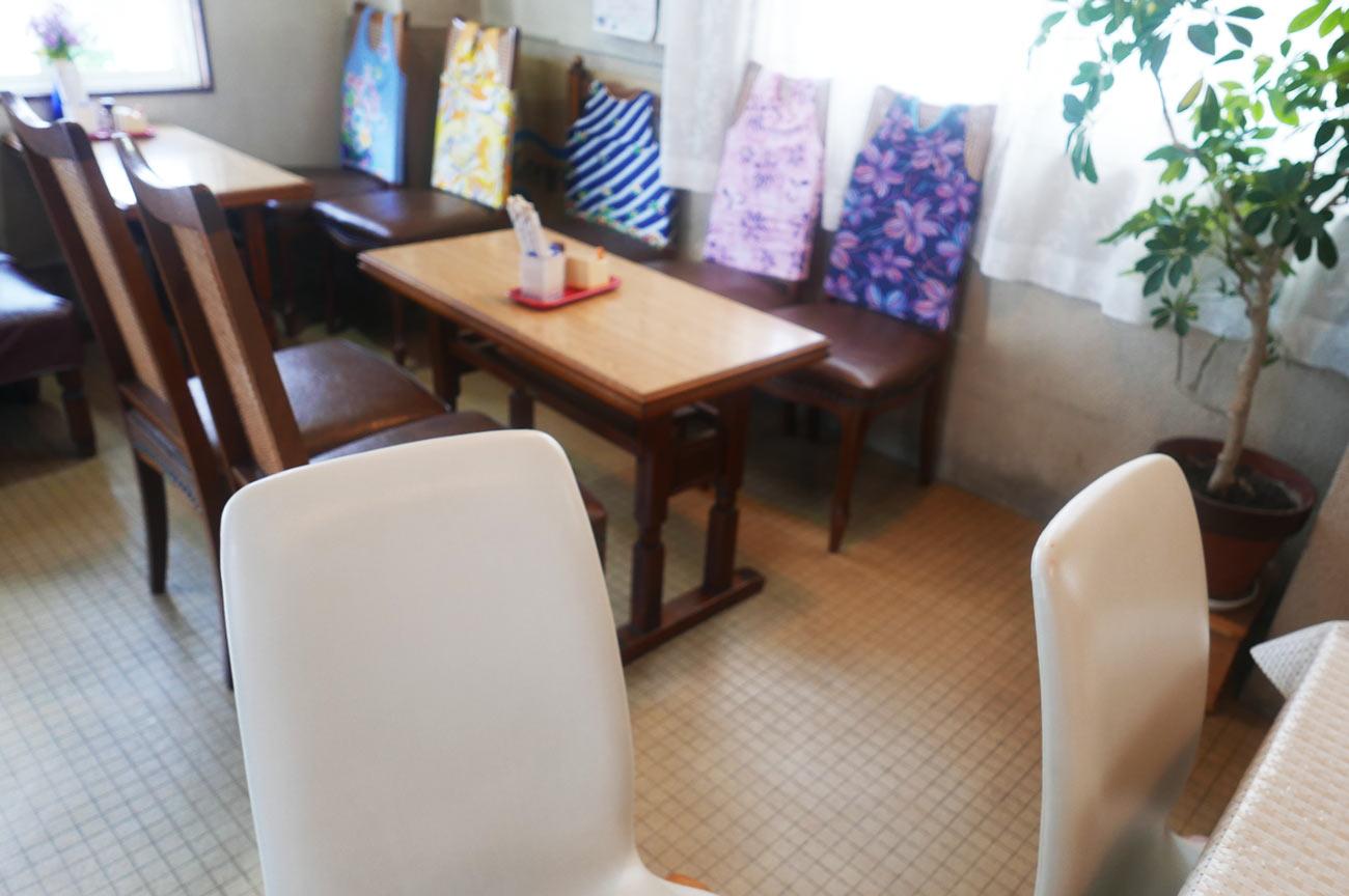 ことぶきのテーブル席