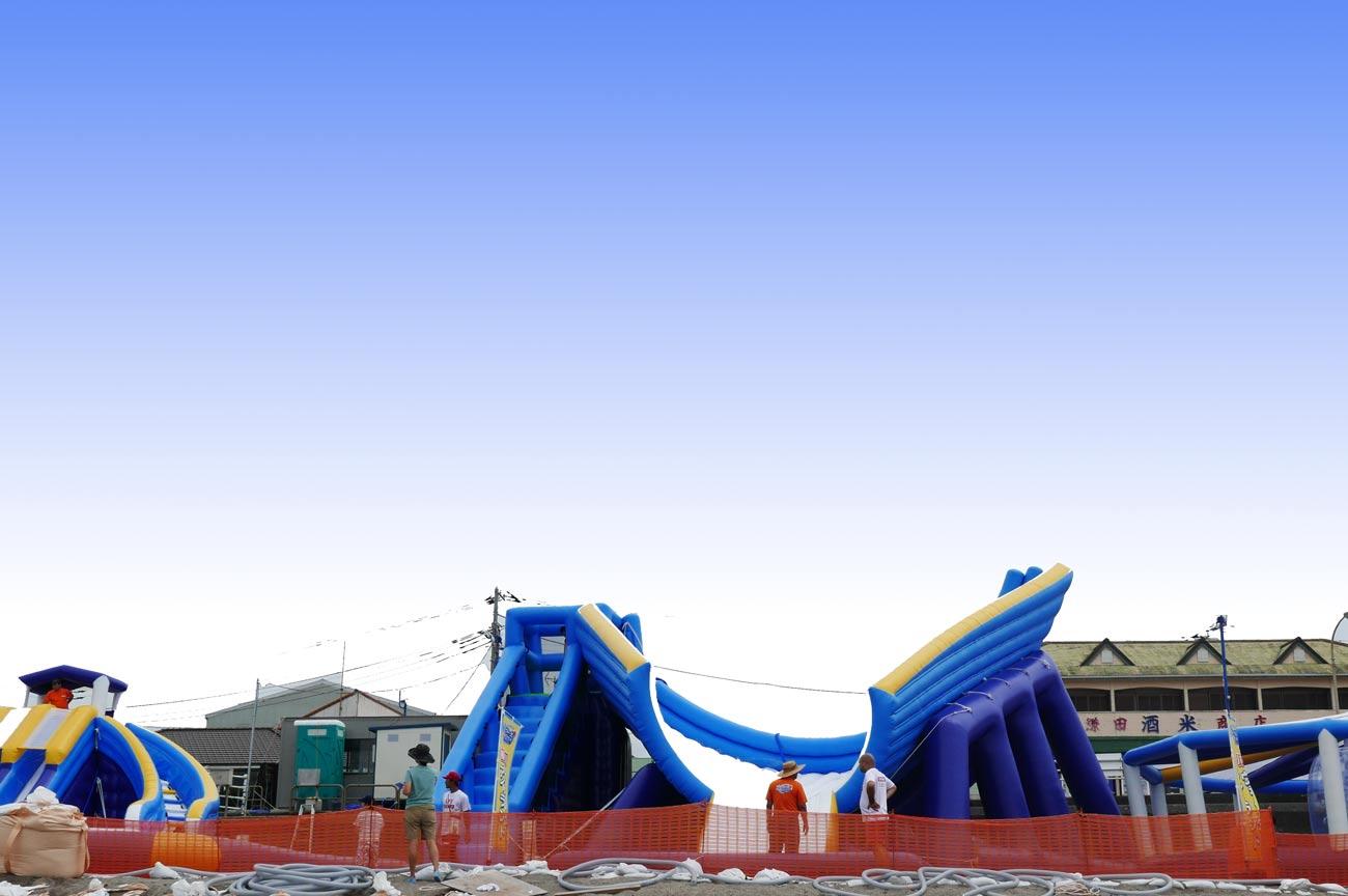大型スライド付きプールの画像