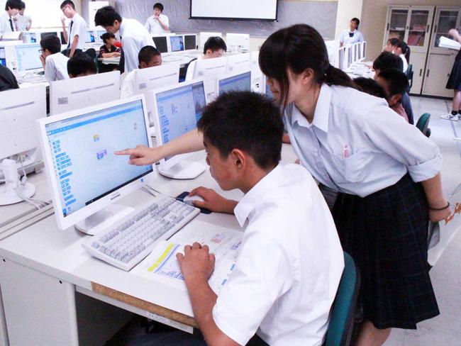 館山総合高等学校プログラミング教室 情報処理部のお姉さんに教わる中学生1