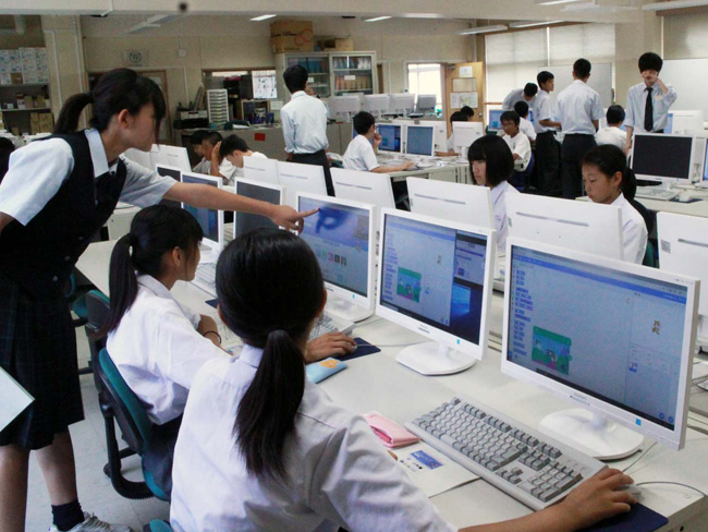 館山総合高等学校プログラミング教室 情報処理部のお姉さんに教わる中学生3