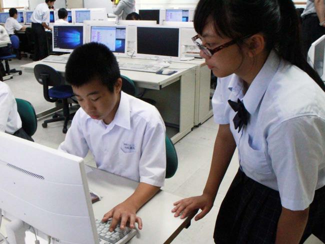 館山総合高等学校プログラミング教室 情報処理部のお姉さんに教わる中学生4