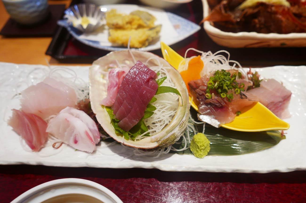 波奈総本店の地魚食べ比べ膳