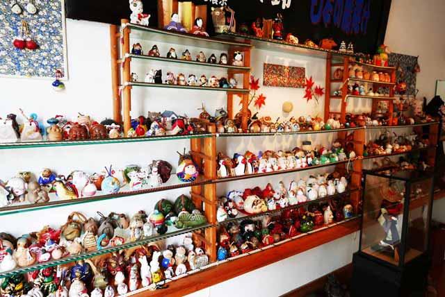 店内の人形