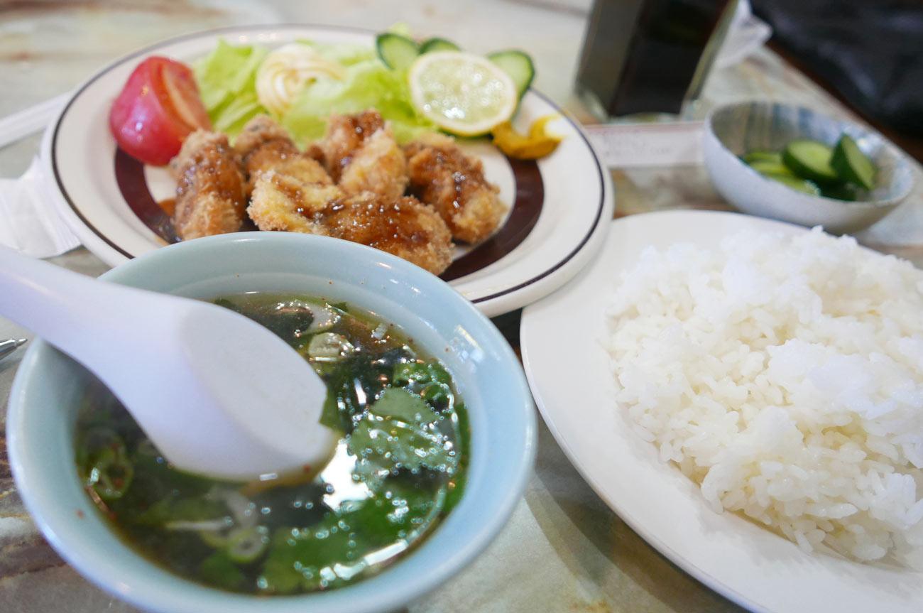 カキフライ定食のスープ
