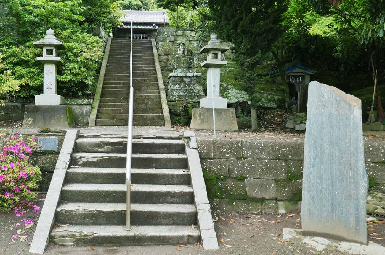 鷹之島弁天閣の参道の画像