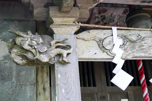 向拝の木鼻(左)