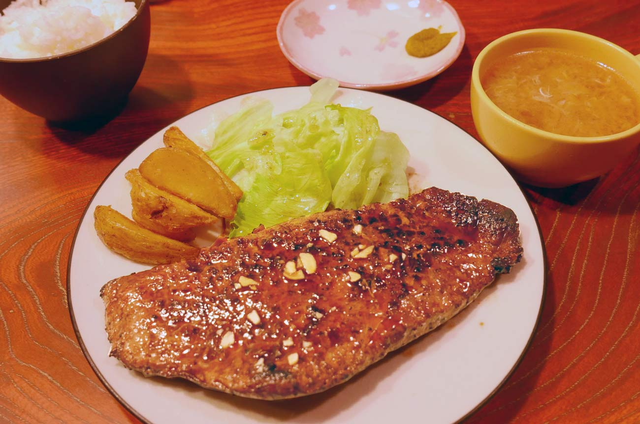 ランチの赤身ステーキの画像