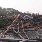 台風による漂流物の流れ着いた多田良海岸