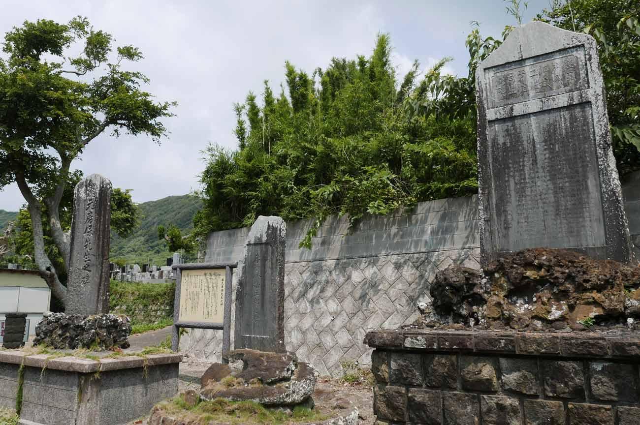 根本小学校跡地の石碑