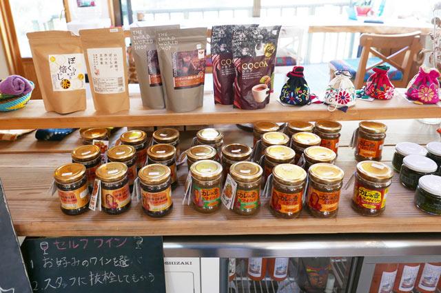 調味料・お茶などの展示販売コーナー