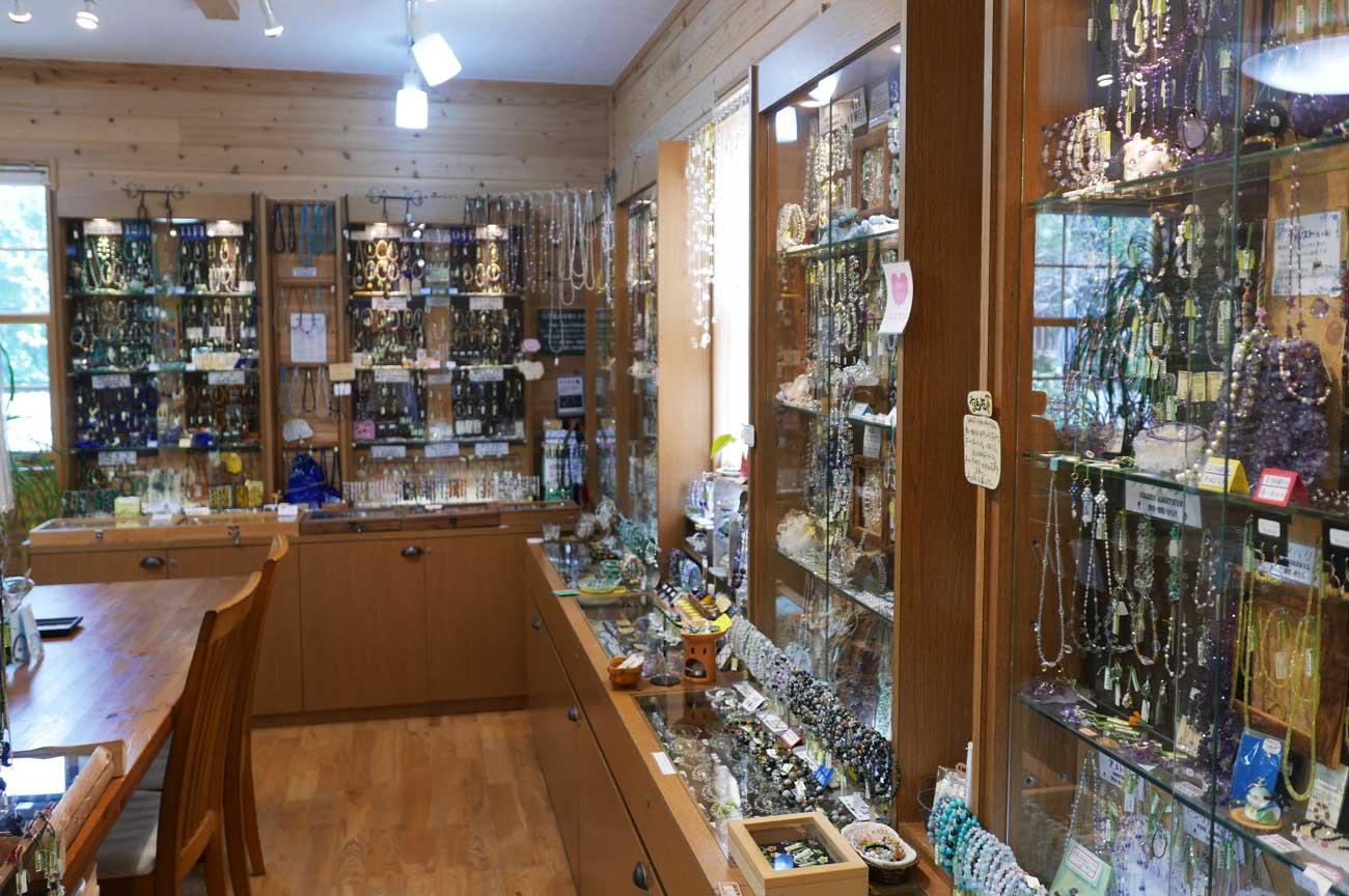 天然石ショップの店内画像