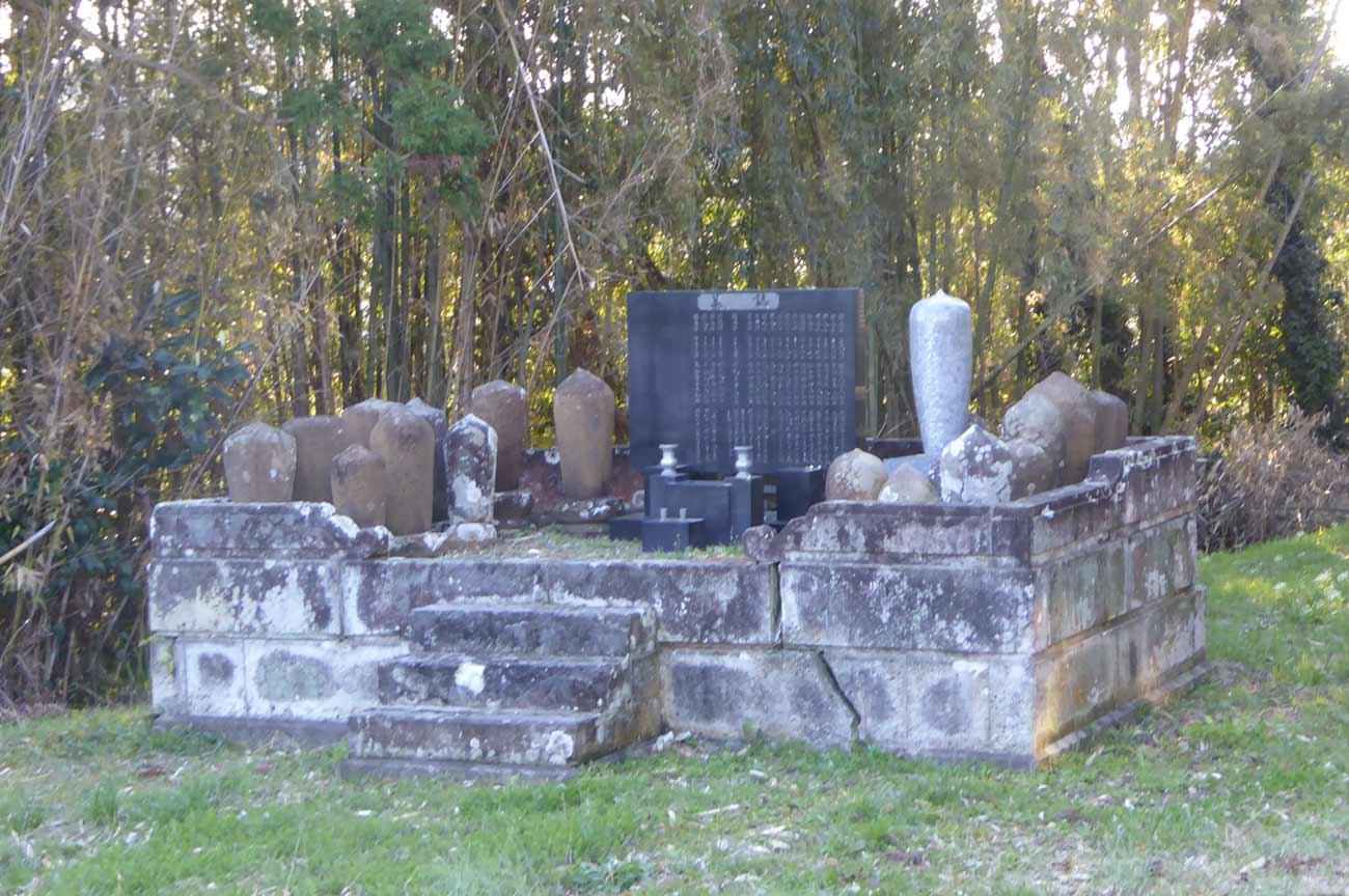 宝泉寺境内の墓