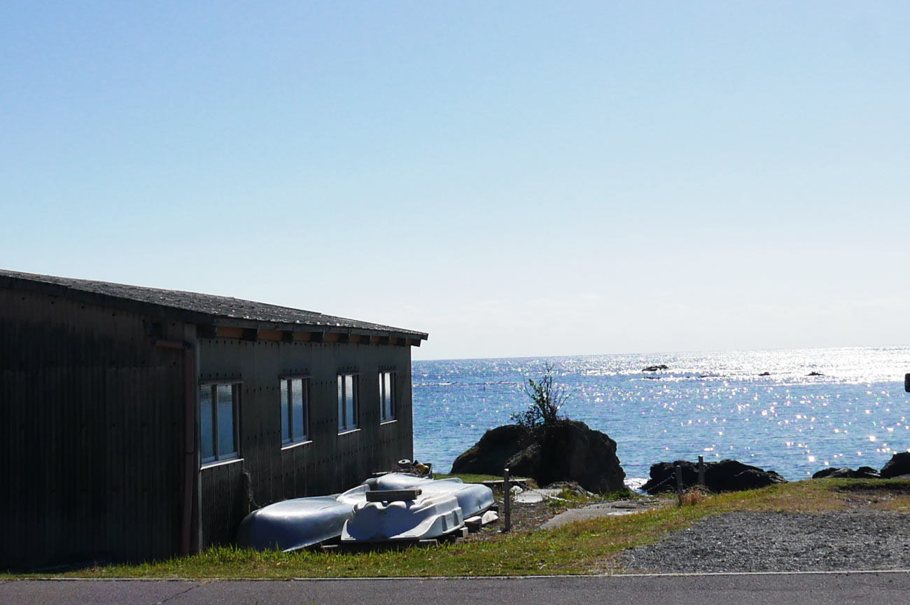 店舗前の海