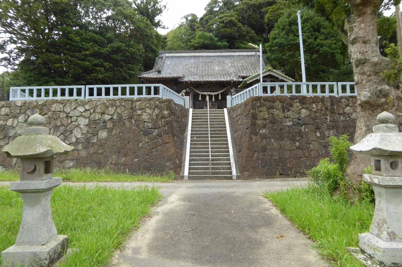 加茂神社の境内と本殿