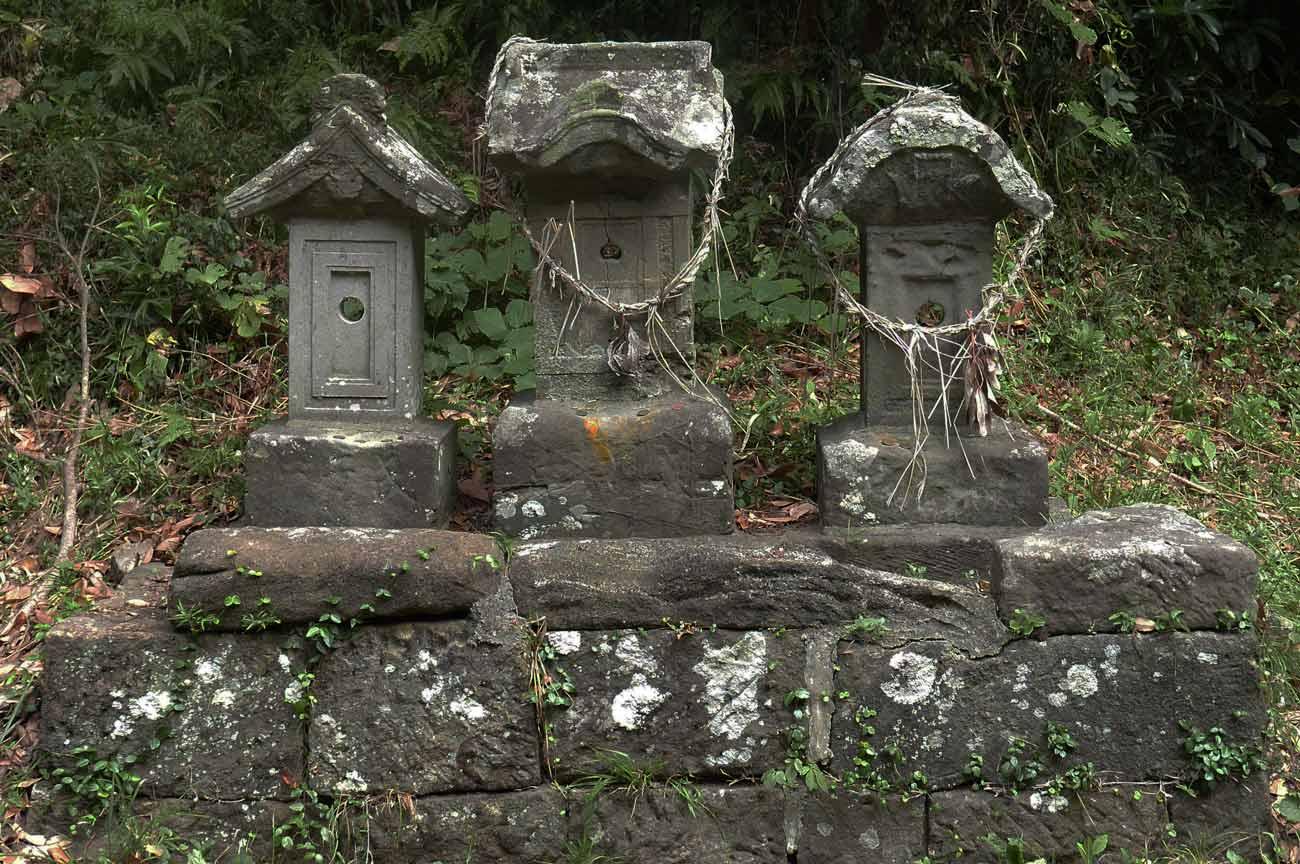 神明神社の石碑