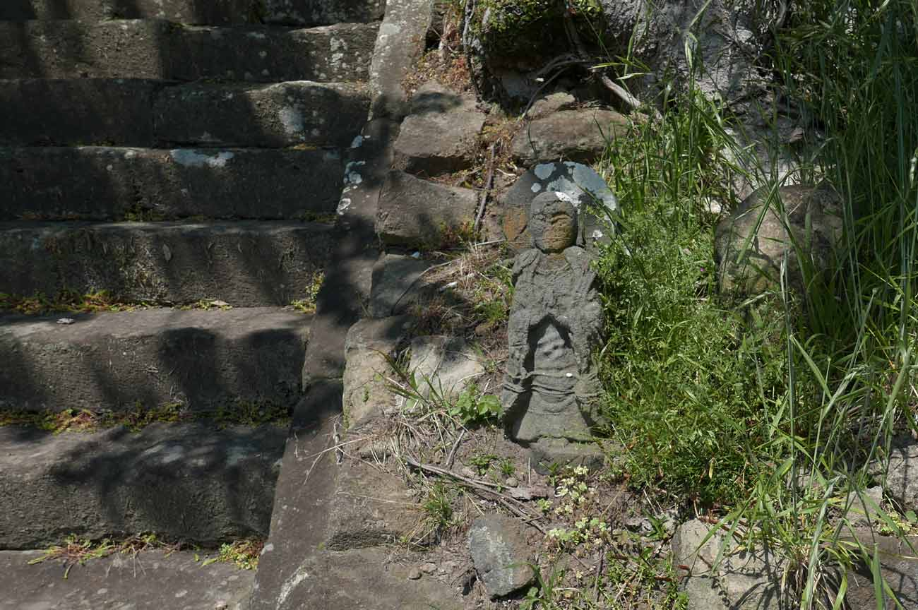 石段右の地蔵