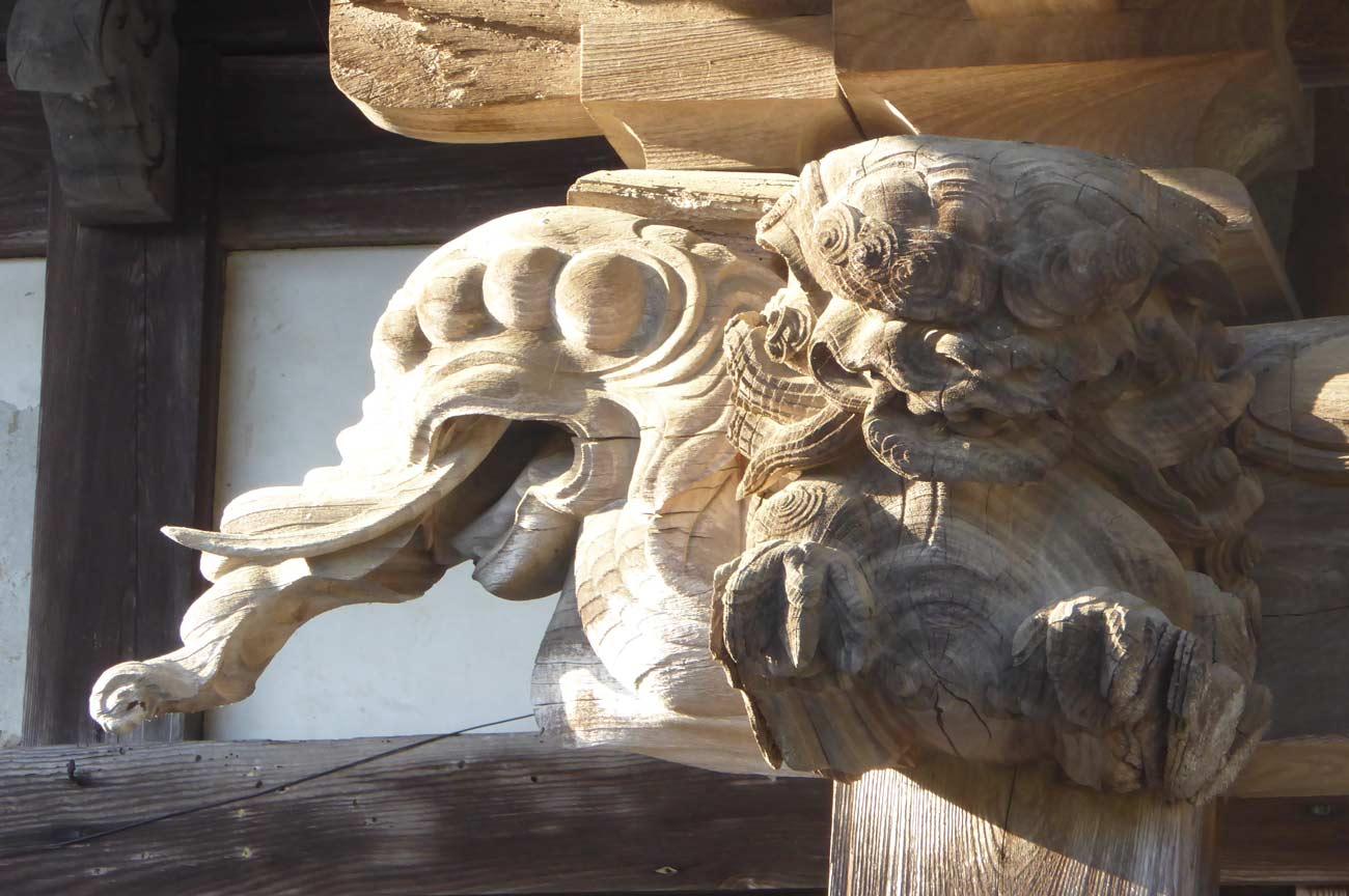 本堂木鼻の獏の彫刻の画像