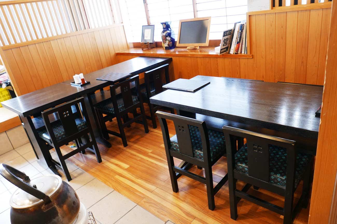 美浜の店内(テーブル席)