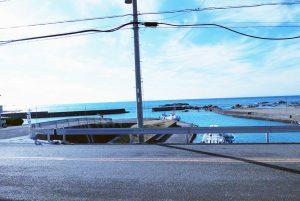 西川名港の全景