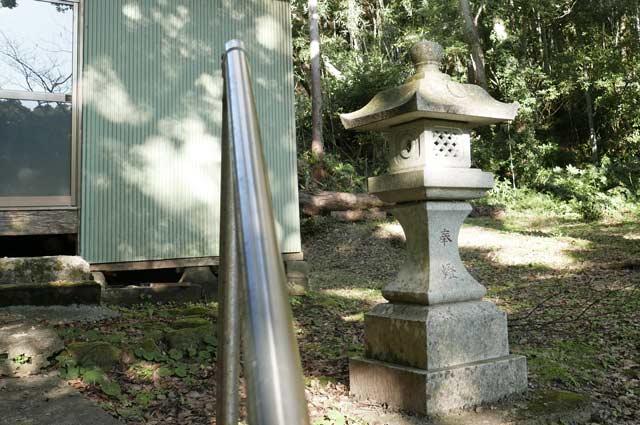 愛宕神社の常夜灯(右)