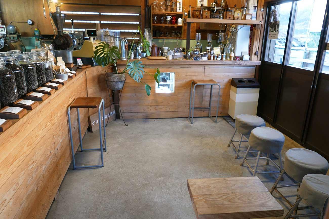 ブロワ珈琲焙煎所の店内