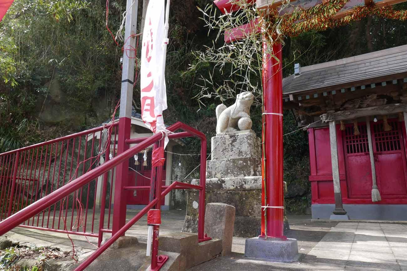平舘稲荷神社の境内
