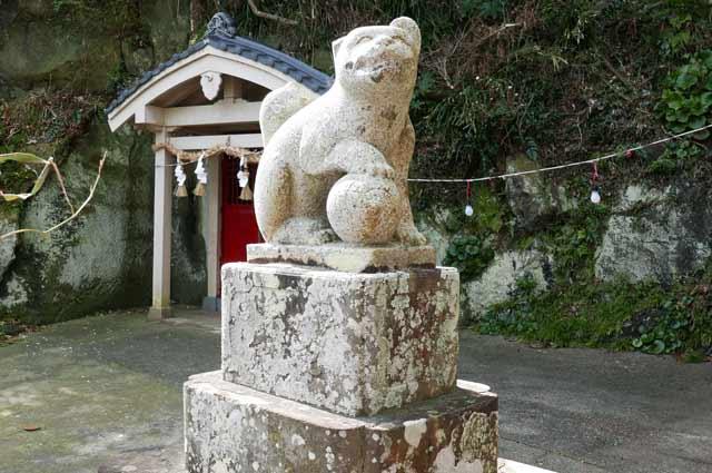 平舘稲荷神社の狛犬(左)