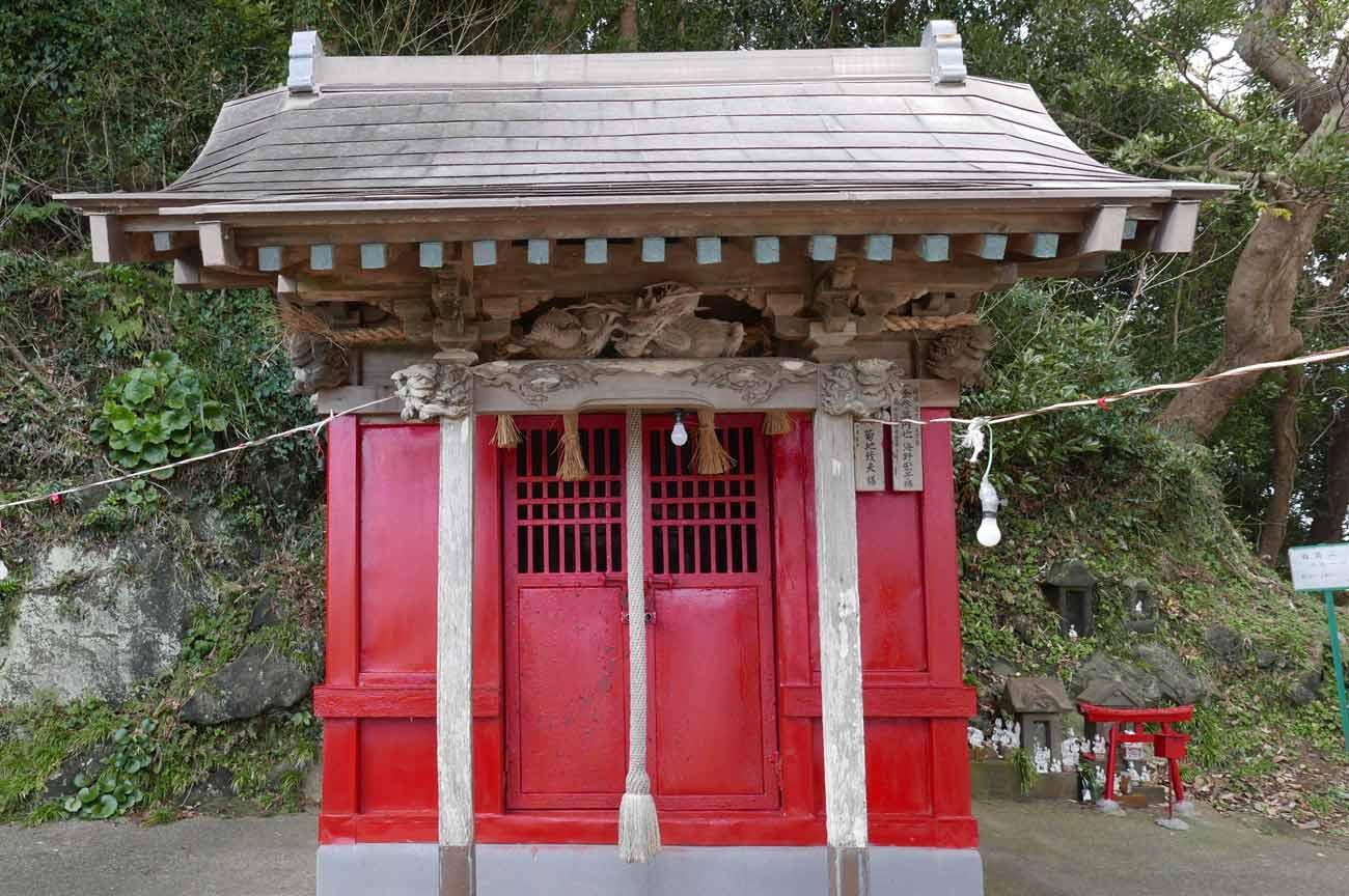 平舘稲荷神社の拝殿(正面)