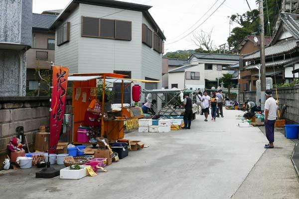 下本町通りの露天街の入口