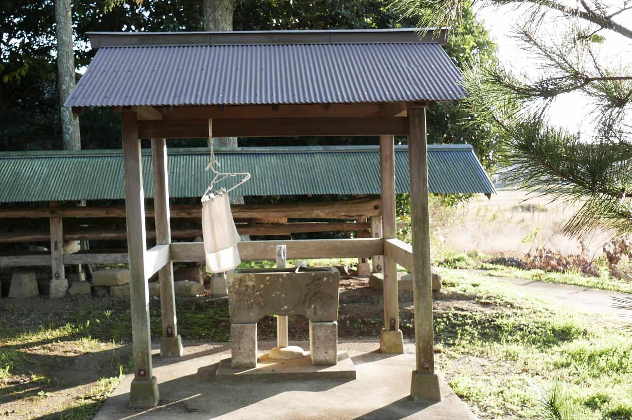 御嶽神社の手水舎と手水石