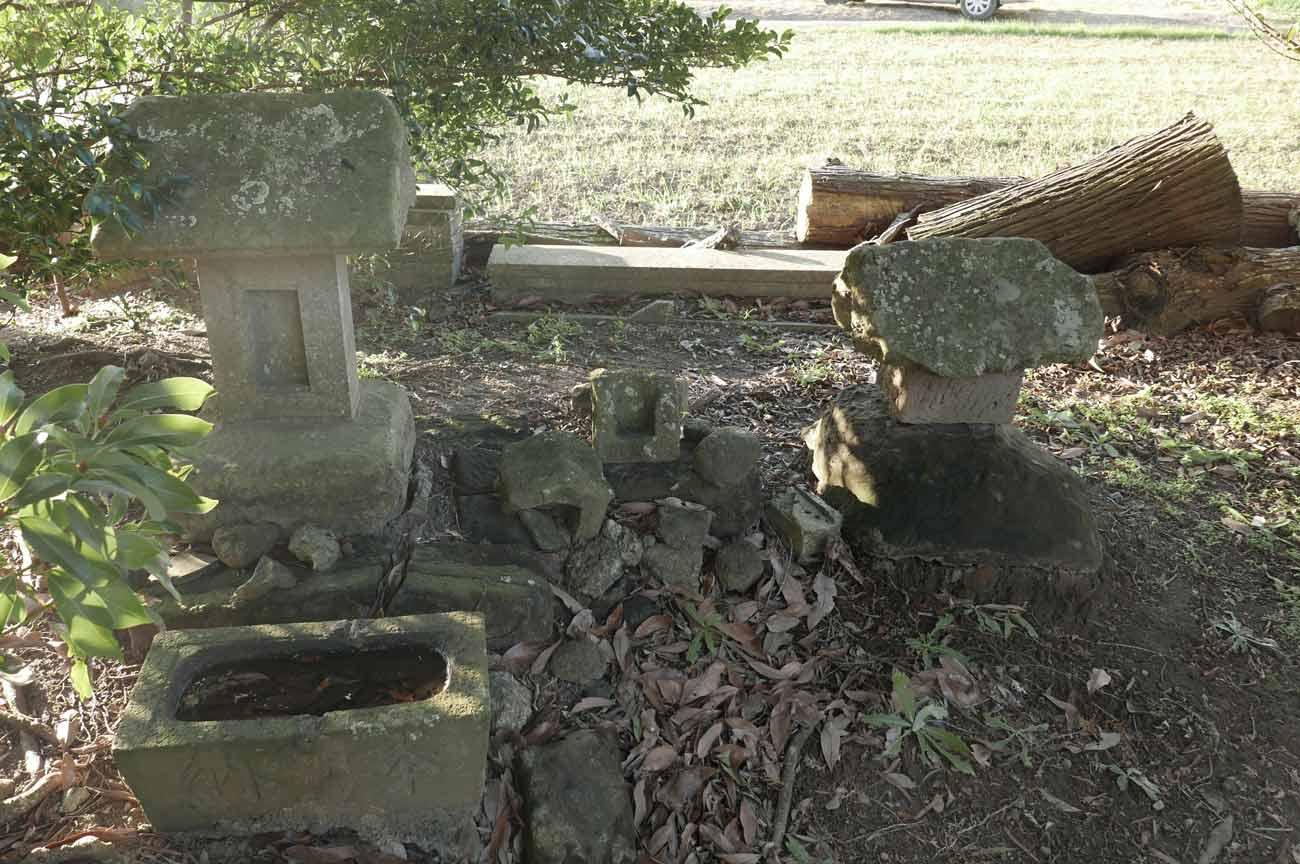 御嶽神社の石祠