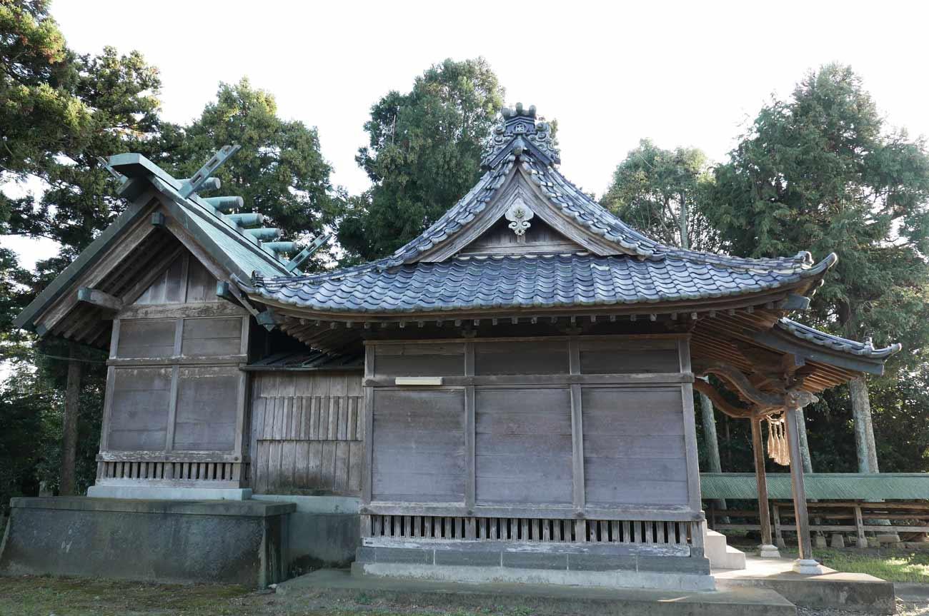 御嶽神社の拝殿と本殿